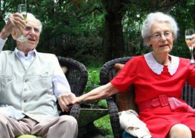 Após 75 anos juntos, casal morre com 5h de diferença