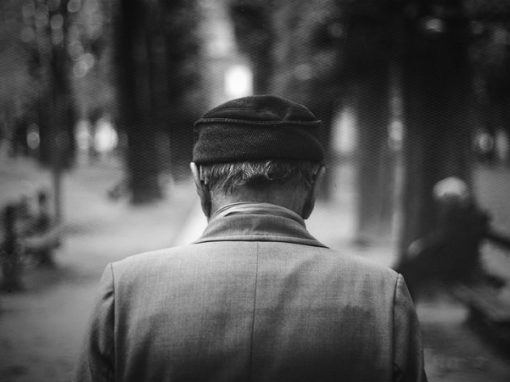 Solteiros correm 42% mais risco de sofrer demência do que casados