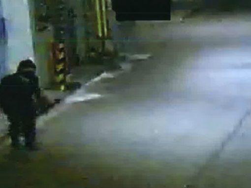 """Após 250 roubos vestido como """"ninja"""", polícia prende ladrão de 74 anos"""