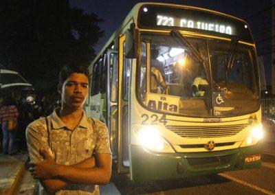 Quem paga a conta (e o pato) dos assaltos a ônibus?