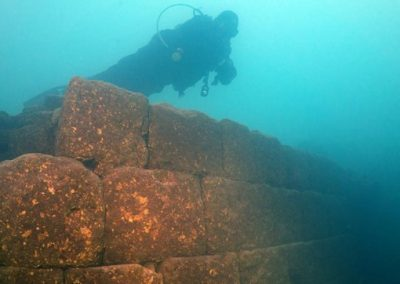 Castelo de 3 mil anos é achado submerso em lago
