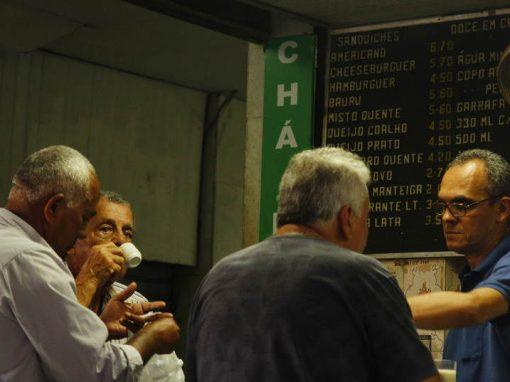Sobre chá e poesia: o reduto do mate que reúne artistas e pensadores há 35 anos no Recife