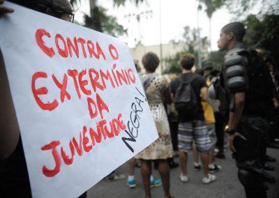 Jovem negro tem quase quatro vezes mais chance de ser assassinado em Pernambuco do que jovem branco
