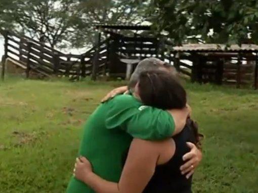Após 36 anos sem ver pai, filha consegue reencontrá-lo com ajuda da internet