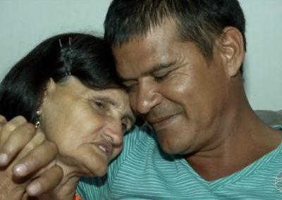 Com ajuda da internet, mãe acha filho 40 anos após deixá-lo para adoção