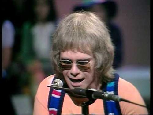 Elton John - Um dos shows mais marcantes do britânico, em 1970, no Top Of The Pops