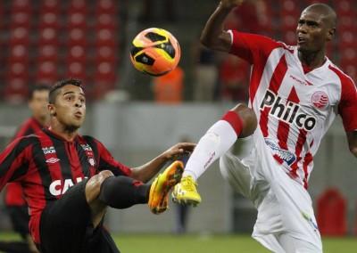 Náutico e Atlético, em agosto de 2013