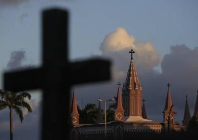 A igreja, em reforma, ainda hoje recebe celebrações católicas