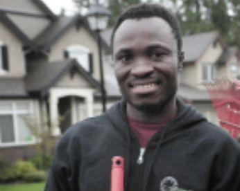 Jardineiro no Canadá, homem descobre que será coroado rei em Gana