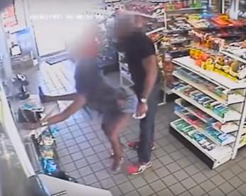 """Mulher é presa por assédio após flagrada em vídeo fazendo """"twerk"""" em desconhecido dentro de loja"""