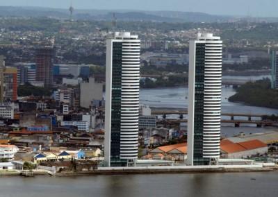 Torres gêmeas são símbolo do processo de verticalização, ainda que nenhuma das torres seja a maior do Recife