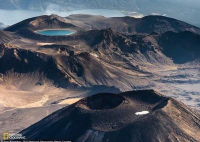 """""""Tongariro e o lago azul"""" (Nova Zelândia), por Stas Bartnikas"""