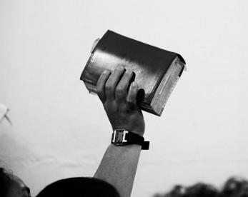 Candomblé encontra o pentecostalismo: cultos de corpos, fé e fervores