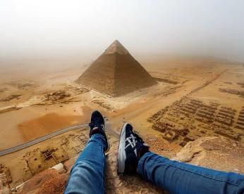 Adolescente escala pirâmide do Egito por foto perfeita e pode ser preso
