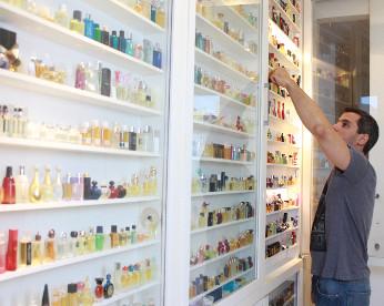 Maior coleção de perfumes do Nordeste é do Recife e nunca foi exposta