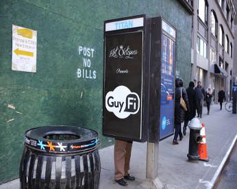 """Telefone público é transformado em """"cabine de masturbação"""" em Nova York"""