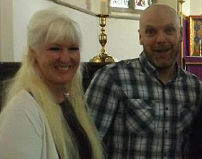 Aos 55, avó e mãe de 4 filhos dá à luz a trigêmeos, no Reino Unido