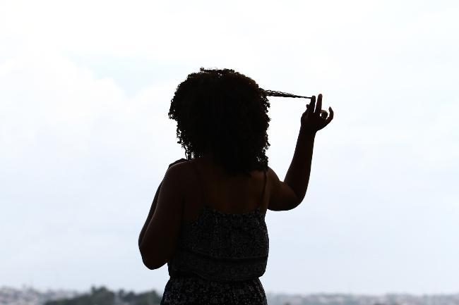 Mulheres de cabelos crespos se unem contra o preconceito
