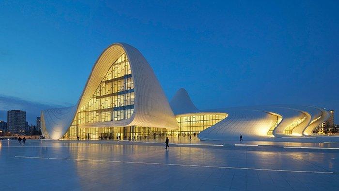 Heydar Aliyev Centre, Zaha Hadid Architects (Baku, Azerbaijão)