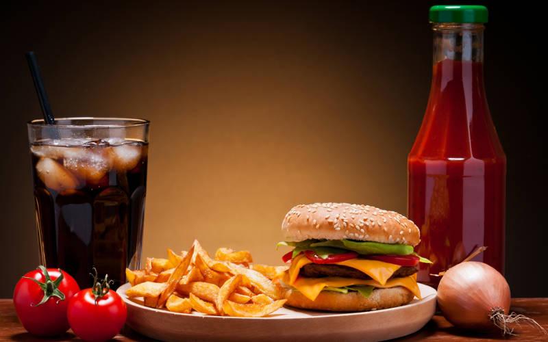 Refrigerante é o sexto alimento mais consumido pelos jovens