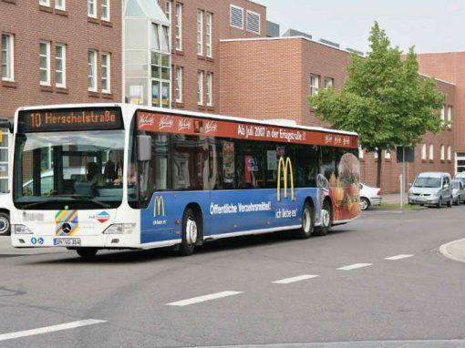Garoto de 11 anos rouba e dirige ônibus com passageiros