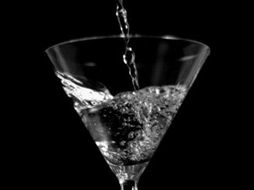 Mãe vende filha a estuprador por uma garrafa de vodka