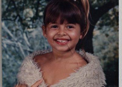 A mãe, Elaine Gomes, hoje com 32 anos, quando criança