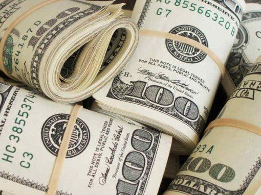 Ladrão rouba banco e distribui dinheiro em transmissão ao vivo no Facebook