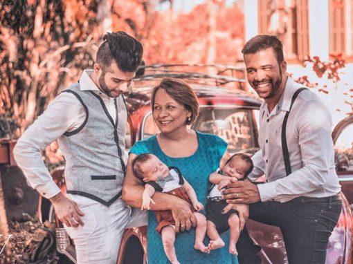Mulher faz barriga solidária para filho ser pai de gêmeos