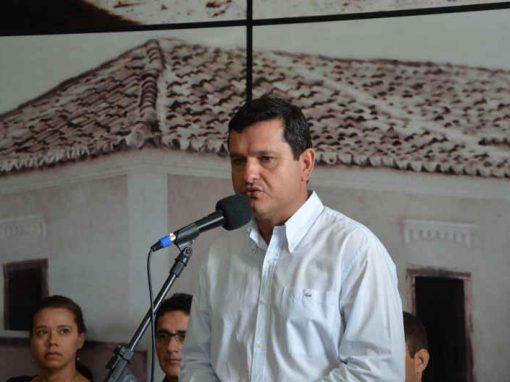 Em decreto, prefeito baiano entrega chave da cidade a Deus