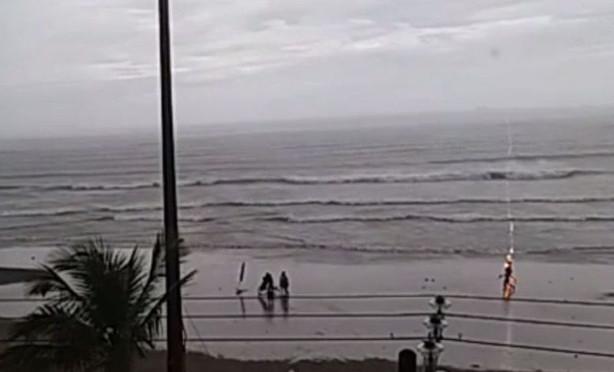 Vídeo mostra turista sendo atingida por raio em praia