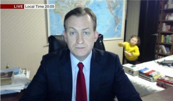 Crianças interrompem entrevista do pai ao vivo na BBC