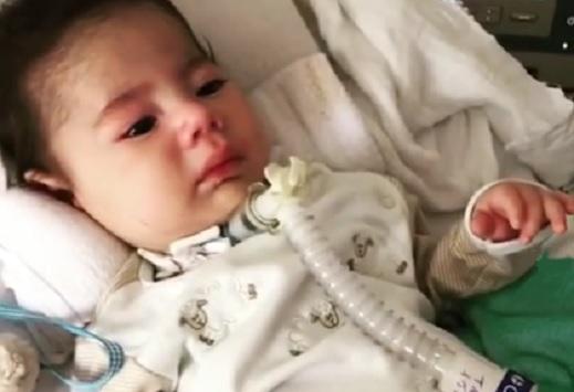 Vídeo mostra reação de bebê com doença rara à medicação