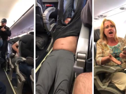 Homem é arrastado de um avião após companhia lotar aeronave