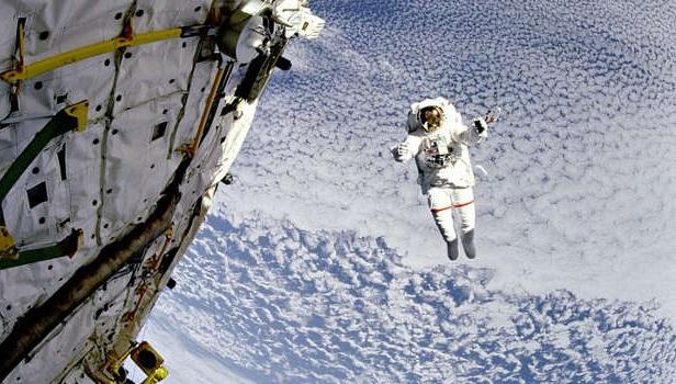 Trajes espaciais da Nasa estão acabando e acidentes pedem novo modelo