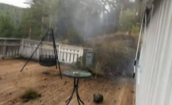 Ao gravar tempestade, homem filma raio cair a 2m dele