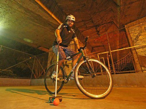 Grupo de ciclistas quer reavivar prática de Bike Polo no Recife