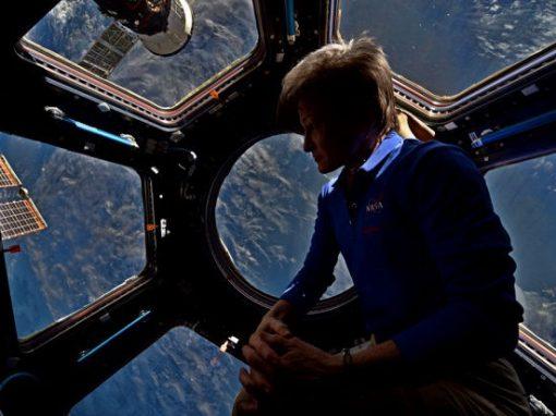 Astronauta quebra recorde de mais tempo no espaço