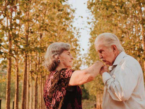 Ensaio de idosos casados há 60 anos emociona a web