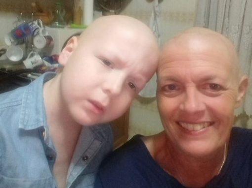 Mãe e filho descobrem cânceres diferentes e lutam por vida em tratamento