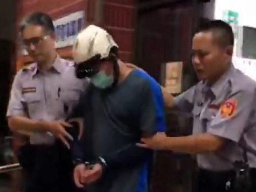 Homem leva corpo da filha à polícia 12 anos após assassiná-la