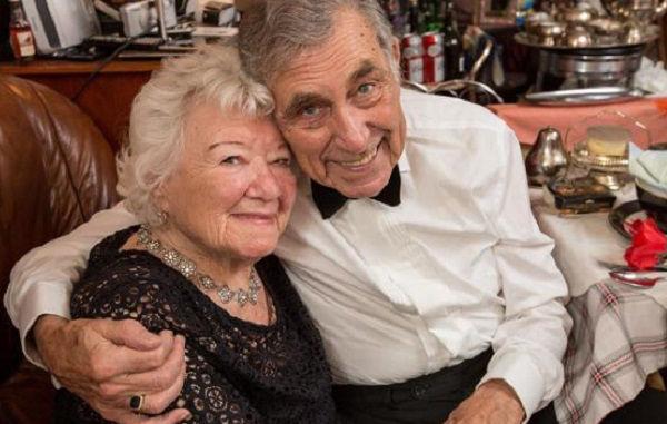 Idosos se casam aos 80 anos e, juntos, passam a viajar o mundo