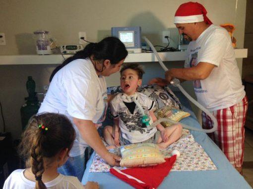 Menino de 5 anos que nunca saiu do hospital vai passar 1º Natal em casa