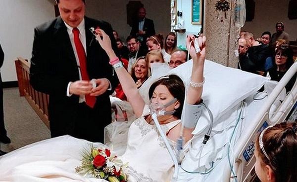 Mulher com câncer de mama morre um dia após se casar em leito hospital