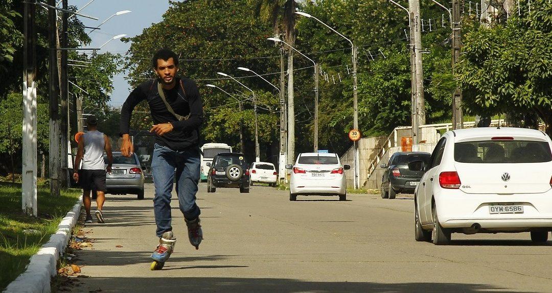 Brinquedo, não: recifenses usam meios alternativos de transporte para se deslocar no trânsito