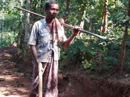Pai abre estrada de 8km entre montanhas para que filhos possam estudar