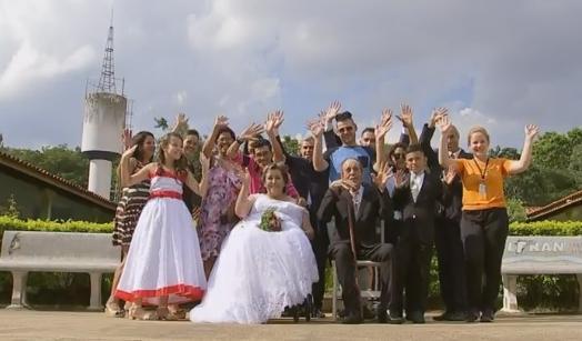Amores de infância se reencontram e casam após quase 50 anos separados